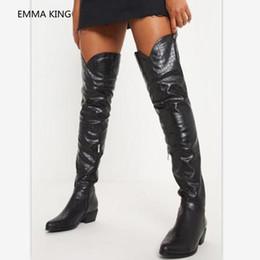 09c81856 2018 nuevas mujeres sobre las botas de la rodilla del dedo del pie puntiagudo  zapatos de tacones bajos de cuero blanco negro invierno romano mujer muslo  ...