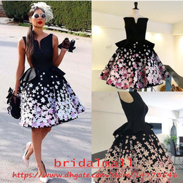 $enCountryForm.capitalKeyWord Australia - 3D Floral Appliqued Satin Black Girl Short Prom Dresses 2019 Draped Peplum Formal Evening Gowns Red Carpet Dress Homecoming Party Cocktail