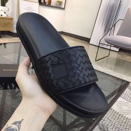 $enCountryForm.capitalKeyWord Australia - New 2019 Best Selling High Quality Designer Men And Women Summer Sandals Beach Non-slip Fashion Slippers Indoor And Outdoor Casual Shoes Siz