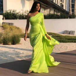 emerald ivory wedding dress Australia - Glamorous One Shoulder Mermaid Bridesmaid Dresses Ruched Emerald Satin Wedding Guest Dress Sweep Train Formal Dress