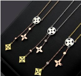 $enCountryForm.capitalKeyWord Australia - Luxury Jewelry Designer necklace Brand V letter cutout four-leaf flower tassel color necklace ladies three-color four-leaf clover necklace