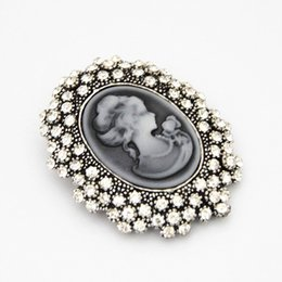 $enCountryForm.capitalKeyWord UK - Vintage Beauty Brooch Victorian Boutonniere Embossed Queen Diamond Drop Brooch Fashion Clothing Free Shipping 12PCS