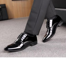 Korean Office Suits Australia - Shoe Man 2019 new men's business suit black lacquer leather Korean version of the trend British pointy working men's shoes