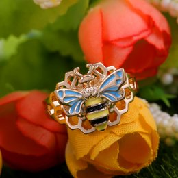 Fashion Finger rings For girls online shopping - Creative Ladies Small Bee Animal Finger Ring Fashion Gold Silver Color Hollow Ring Unique Style Funny Party Rings For Girls