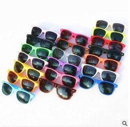 Chinese  2018 hot sell 20pcs Wholesale classic plastic sunglasses retro vintage square sun glasses for women men adults kids children multi colors manufacturers