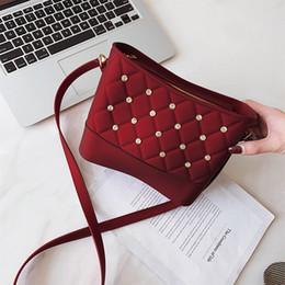 Nova moda feminina sacos de ombro Moda Casual Balde Saco 2019 Bolsas De Grife De Luxo Personalizado Rebite Sacos Crossbody venda por atacado