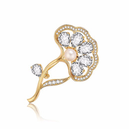 Flower Gift For Love Australia - Transmit love Brooch and Pin for woman Elegant flower brooch pearl fashion zircon fan clothing accessories birthday gifts