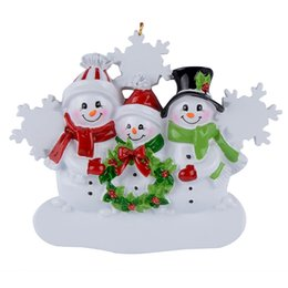 Personalized Christmas Ornaments Gifts NZ - resin hanging Personalized Christmas ornaments Snowman Family Of 3 Home craft souvenirs personalized gifts or home decorations