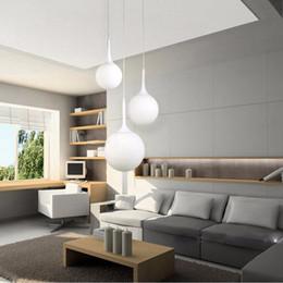 Vente en gros Loft simple boule de verre blanc laiteux pendentif LED E27 lampe suspendue moderne avec 6 taille pour salon chambre hall hôtel magasin