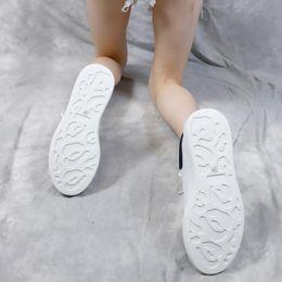 $enCountryForm.capitalKeyWord Australia - New Season Designer Shoes Fashion Luxury Womens Shoes Men's Leather Lace Up Platform Oversized Soles Sneakers White Black Casual Shoe