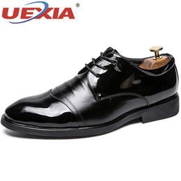 68f43afd51 UEXIA Homem de Alta Qualidade Vestido Formal Derby Sapatos De Couro De Luxo  Escritório Handmade Apartamentos De Casamento Jacaré Dedo Apontado Mens  Calçado