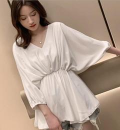 $enCountryForm.capitalKeyWord Australia - Korean version of the V-neck Lantern sleeve waist white casual shirt female chic niche design blouse 01