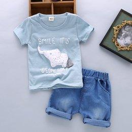 1725990fc Buena calidad de verano para bebés ropa para niños conjuntos niños niños  camisetas de dibujos animados + pantalones cortos trajes trajes de bebés  varones ...