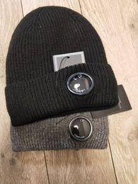 Venta al por mayor de CP COMPANY beanies hombres otoño invierno dura cabeza de punto tapas exteriores gorras deportivas mujeres beanies gris negro