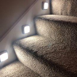 LED Capteur lumière de nuit Closet lumières batterie Operated bâton sur la lampe LED mur capteur de mouvement Cabinet Escaliers Lumière en Solde