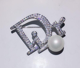 White bohemian clothes online shopping - Fashion designer letter D brooch pin with crystal pearl clothes decoration luxury brooches pins for women gift