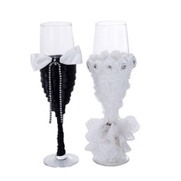 China Champagne Wine Glasses White Black Colors Goblet Cups 2 Pieces One Sets Mugs Wedding Supplies Groom Bride Gift 24yl E1 supplier wedding cup set suppliers