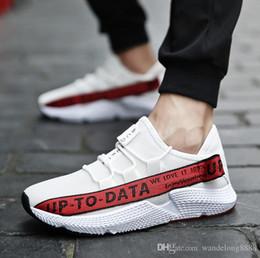 La primavera e l estate nuovi sport dell alfabeto che eseguono le piccole  scarpe bianche muoiono le scarpe di cocco respirabili della maglia le scarpe  degli ... b008984b711