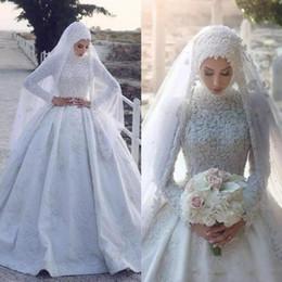 2019 Arabo Musulmano Satin Abiti da sposa Collo alto in pizzo Appliqued maniche lunghe Abiti da sposa Ball Gown Abiti da sposa su misura EH3 in Offerta