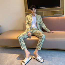 $enCountryForm.capitalKeyWord Australia - High Quality 2019 Spring New Catwalk Models Wave Pattern Blazer Suits Male Korean Fashion Slim Men Business Two-piece Suit