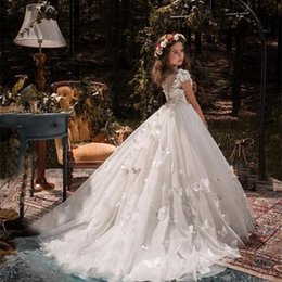 cosplay hunter 2019 - Lace Flower Girl Dresses For Weddings Scoop Peplum Floor Length Appliques Child Birthday Party Gowns Cosplay Wear Girls
