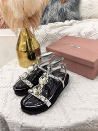 $enCountryForm.capitalKeyWord Canada - Summer new round striped leather sandals T-shaped diamond flat leather platform sponge cake sandals beach sandals