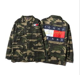 China Mens Designer Jackets Spring Summer West Denim Jacket Casual Men Clothing Tomy jean Cycling Jackets Tops with Letter Printed Camouflage coat supplier mens cycle tops suppliers