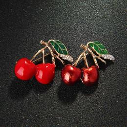 $enCountryForm.capitalKeyWord NZ - 1Pc Cherry Brooch Women Fashion Clothing Accessory Jewelry Bridal Cute New Green Leaf Fashion Trendy Fruits Dress Sweater Gift