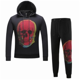 China 2019 Rhinestones Skull Mens Hoody Sportswear Cotton Clothes Track Suits Male Sweatshirts Coats Tracksuit for Men 2 Pieces Set cheap skull tracksuits suppliers