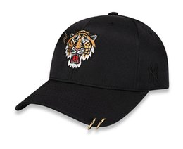 white tiger hat Canada - Couple Models Baseball Cap Tiger Pattern Fashion Silk Satin Embroidery Double Iron Ring Men and Women Hat Bottom Hat