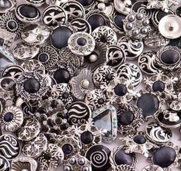 Vente en gros 18MM Rivca Snaps bouton Bijoux en strass Perles style mixte Fit Noosa Bracelets en cuir Collier Bijoux bricolage Accessoires DHL