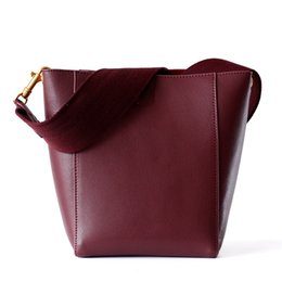 $enCountryForm.capitalKeyWord Australia - Gift Bag New Sangle Leather Bucket Bag Simple Wide Shoulder Straddle Bag Goat-grain Cattle Leather with One Shoulder