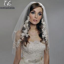 Venta al por mayor de Reals Longitud de codo 75 cm Velo corto Dos capas Apliques Blanco / Marfil Velo de novia con perlas Abalorios Velo de novia