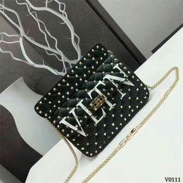Ingrosso Borsa a tracolla da donna di design famosa borsa a tracolla da rivetto in pelle di stile classico di moda di marca famosa