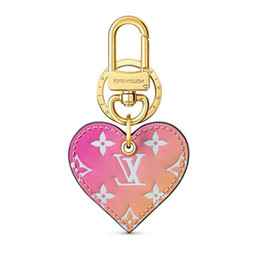 hearts love resin NZ - Heart Love Lock New Gradient Bag Charm M67435 Key Holders And More Leather Bracelets Chromatic Bag Charm And Key