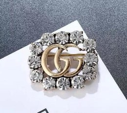 emerald clothing UK - Creative Crystal Brooch Pins For Women Jewelry Dress Clothing Pins Rhinestone Exquisite Bling Bling Suit Brooch For party Festival Gift 3312