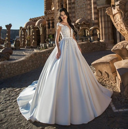 $enCountryForm.capitalKeyWord Australia - Attractive A Line Lace Appliqued Wedding Dresses Sheer Plunging Neck Beaded Bridal Gowns Satin Sweep Train robe de mariée