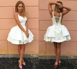 $enCountryForm.capitalKeyWord Australia - Sexy Straps Short Ball Gown White Homecoming Dresses 2019 V Neck lace Up Tiered Short Prom Gowns Puffy Skirt Mini Cocktail Party Dress