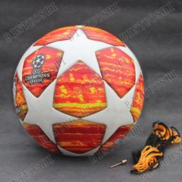 Nuevo 2019 Liga de Campeones Balón de fútbol 18 19 Pelota final roja Pelota  de fútbol de alta calidad sin costuras de piel de tamaño 4 Tamaño de bola 5 8cce6e7a6cfed