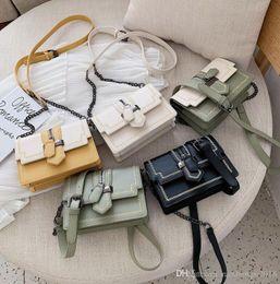 $enCountryForm.capitalKeyWord Australia - outlet brand women handbag vintage printed leather shoulder bag exquisite bee studded women chain bag fashion leather messenger b