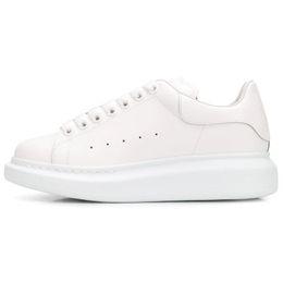 girl platforms shoes falls 2019 - New Women Mqueen Girl Oversized Men queens MC Sneakers Leather Platform Low Cut Fashion sneakers Womens Designer Casual