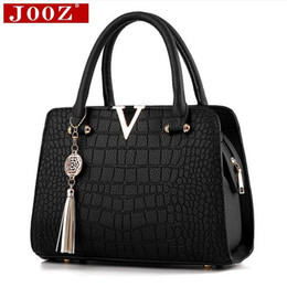 Purple Fur Handbag Australia - Crocodile Leather Women Bag V Letters Designer Handbags Luxury Quality Lady Shoulder Crossbody Bags Fringed Women Messenger Bag Y19061705