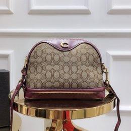 $enCountryForm.capitalKeyWord NZ - handbag fashion luxury designer bags totes Messenger Bag Crossbody Bags 2019 lovely products 26*18*10cm Classic logo top