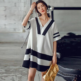 European Style Women T Shirt Australia - Original Design 2016 Summer New European Style Temperament T Shirt Women Navy Hit The Color Stitching V-neck Black White T Shirt