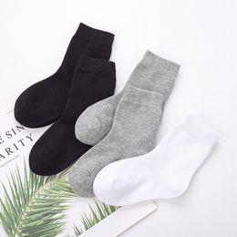 $enCountryForm.capitalKeyWord UK - 5pairls lot Boys Girls Pure White Socks For Children Baby Cotton Soft Kids Socks Loose Comfortable Toddler Black White Socks