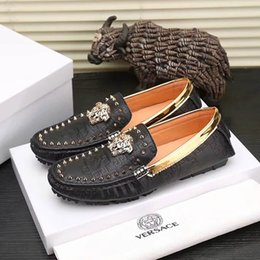 Luxury Chains Australia - 2019 Mens Luxury Mock Croc Designer Dress Shoes White Black Chain Leather Casual Loafers Men Fashion Oxford Shoes With box