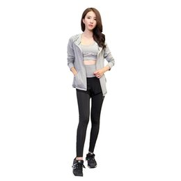 Donna 3 pezzi Yoga Set Grigio BraJacketNero / Grigio Patchwork Pantaloni Quick Dry Girls Sportswear Running Abbigliamento sportivo femminile # 790680