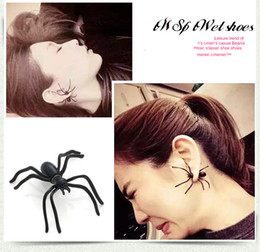 wholesale charms UK - Halloween thriller ladies earrings black spider earrings personality double-sided earrings puncture funny alternative Halloween jewelry