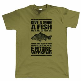 short angle UK - Give A Man A Fish Carp Fishing T Shirt - Angling Gift For Dad Grandad Him Funny