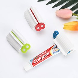 tube squeezers plastic NZ - Manual Rotation Toothpaste Squeezer ABS Plastic Rolling Tube Dispenser Novelty Bathroom Accessories Practical 3 Colors 2 2qr E1